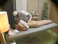 Esposa abusada por masajistas negro