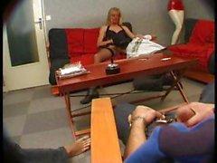 Сексуальный Французская блондин ИФОМ Кароль становится чучела по всем ее дырочки по трем клоунов