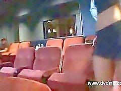 Elokuvissa turvallisuus- kaveri saaliista Blondi Stunner After Hours ja venähdyksiä hänen sulkijalihaksen ja pistoja pilluaan Päällä mukava tuolit