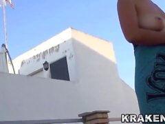 Krakenhot - Voyeur video av en mogen fru naken utomhus