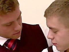 Connor de Maguire gusta el sexo anal caliente y humeante junto a Ian de Levine