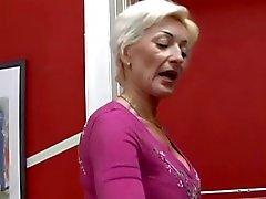 Blonde Granny Fucking door TROC