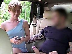 Bionda che selfie con il che fa il cazzo nei taxi, falsi