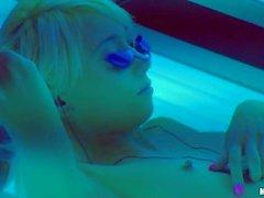 De Moretta $ cox diminutos Tag pechos exposición en el solarium