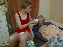 La enfermo de la nena cuida de su