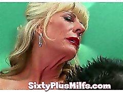 voir la présent mamie horny Kinky