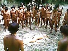 jungen Blondine by Afrikanischen Trib fickte