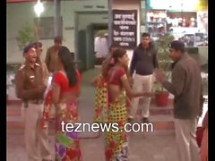Hijra Transgender Protest Against Police Shemale kinnar ki ladai Tez News