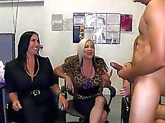Explicit oraljob pleasure session for stripper