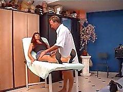 Brune Mature franfaise chez le docteur .