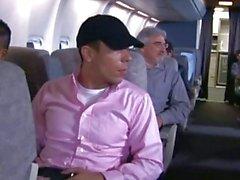 voyageurs ayant de Quickie dans un wc d'avion!