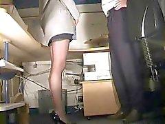 Il segretario in calze sculacciato