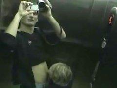 Teen GF Öffentlichkeit BJ Aufzug publicflashing