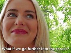 Jolie blonde Eurobabe fulminé pour l'argent