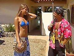 Jennifer Stone de bikini