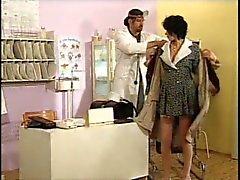 Húngaro grávida de MILF pelo Doutor