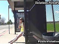 Sborrata in bocca una sorpresa alla fermata di degli autobus