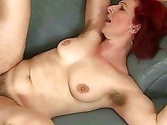 Волосатый старый рыжая чертовски с мальчишкой
