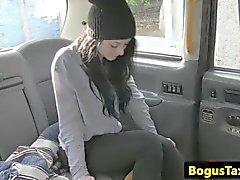 Mierda taxis del primer con una nena blackhaired