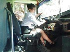 Sexy bussikuski viettelevän koulupoikana