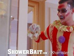 ShowerBait - CREEPY Palyaço Cadılar Bayramı'nda Porno Yapıyor