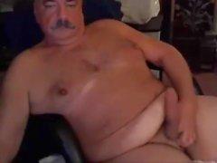 papà con i baffi sul gioco cam e sperma