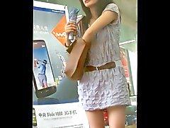 caminar detrás de niña de la falda corta : 2 (China )