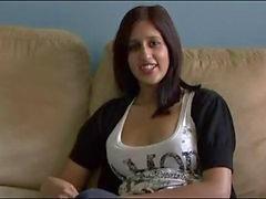 Pakistaanse Zarina Masood Sucks eikels en Facialed