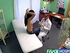 Falso dell'Ospedale Sprizzare Mature vogliono protesi mammarie in ed ottiene di iniezione di Succo al posto