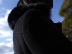Kleines haariges Teeny knallte und rollte von einem BBC-Typen