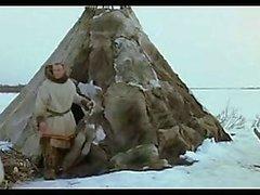Donkerblond Duitse Mens en Russische Sibirian Meisje moet van de Liefde