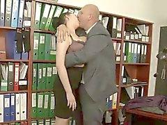 Tettona il sesso in ufficio.
