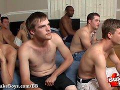 Bareback und Sperma für nasty Boy - Bukkake Boys