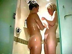 De deux de MILF blonde dans le un club échangiste