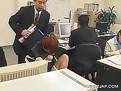 Von JAP Office Baby bis zur Stuhl gefesselt sowie bei der Arbeit schlugen