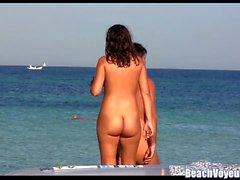 Горячие киски Milfs Tanning Naked на пляже Нудист - Voyeur HD