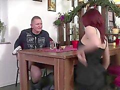 Sekretärin verdient ihren Job mit einem großen versteckten bj