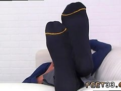 film porno gay tedesco xxx spiando su Taglia dieci piedi e calze di Ravi