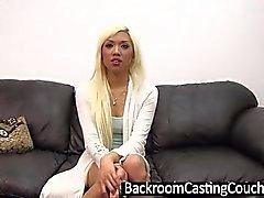 Hot Blonde asiatici Assfucked di Eiaculazioni