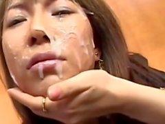 zorra japonesa ha su cara manchada de semen en la oficina del partido bukkake