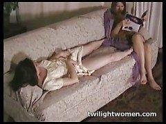 twilightwomen - Tribbing lesbiana tarde ociosa