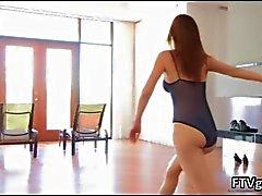 Gymnast norteamericano sensuel y flexible
