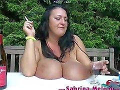 immense fumeurs tits