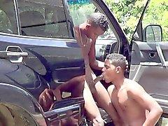 Африканская женоподобный мужчина открытая седла Анальный секс Предохраняюсь