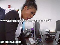 BANGBROS - Tetas grandes Ebony Babe Ivy Young se adentra en la Oficina