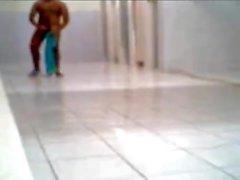 nascosti paja en la ducha Ti