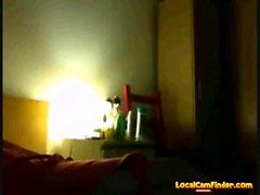 Adolescente amador brinca com seu corpo na cam