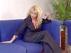 Hot Euro Granny tyytyväinen Home Soldier