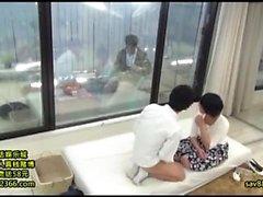 Mako Oda belleza asiática es una MILF caliente en sexo duro de aficionados