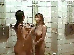 Elokuvan karvainen Tytöt suihku .